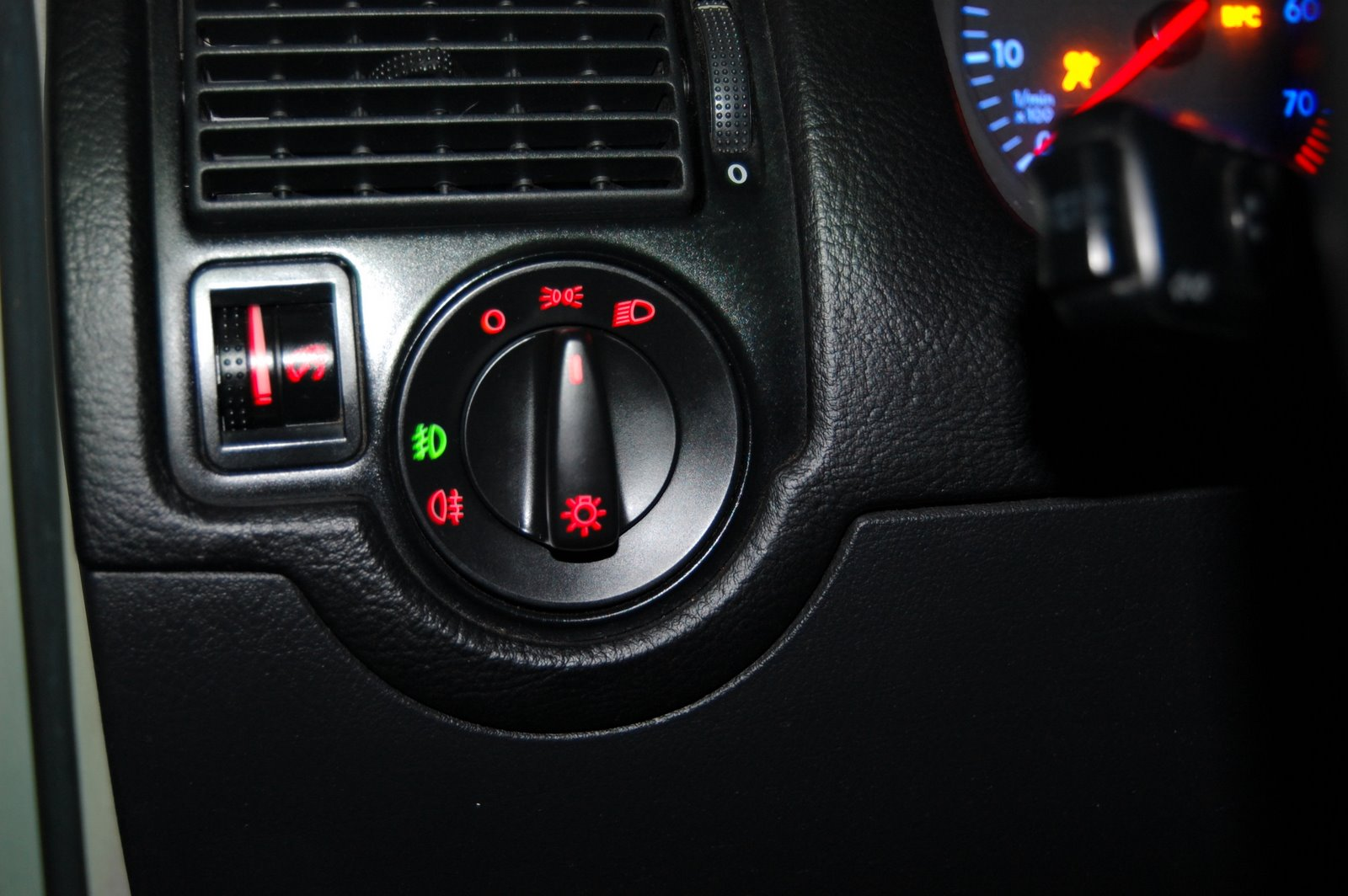 Single in addition 2000 Ram 1500 Wiring Diagram together with Vw Golf 2004 Check Engine Light furthermore Electrical Dashboard Turn Signal Indicator Wiring Directly To Indicator Cluster moreover 2266 Wheres Power. on headlight switch wiring diagram