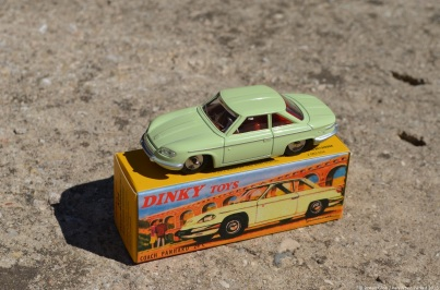 mattel-dinky-toys-panhard-24-c-1