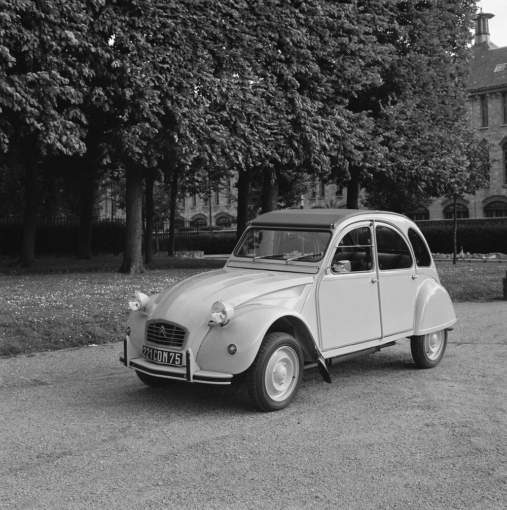 Sunday classic citro n 2cv sp cial ran when parked for Garage citroen melle 79