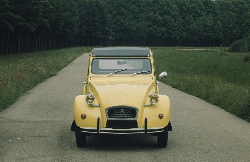sunday classic citro n 2cv sp cial ran when parked. Black Bedroom Furniture Sets. Home Design Ideas