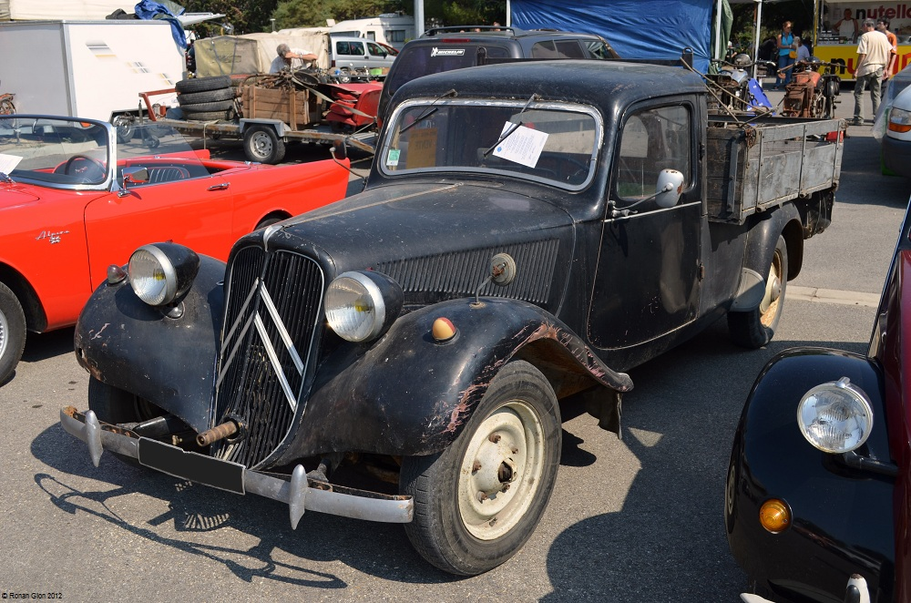 avignon citroen traction ran when parked. Black Bedroom Furniture Sets. Home Design Ideas