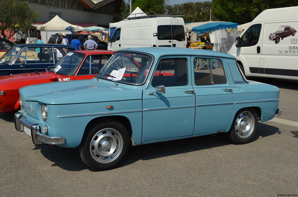avignon renault 8 ran when parked