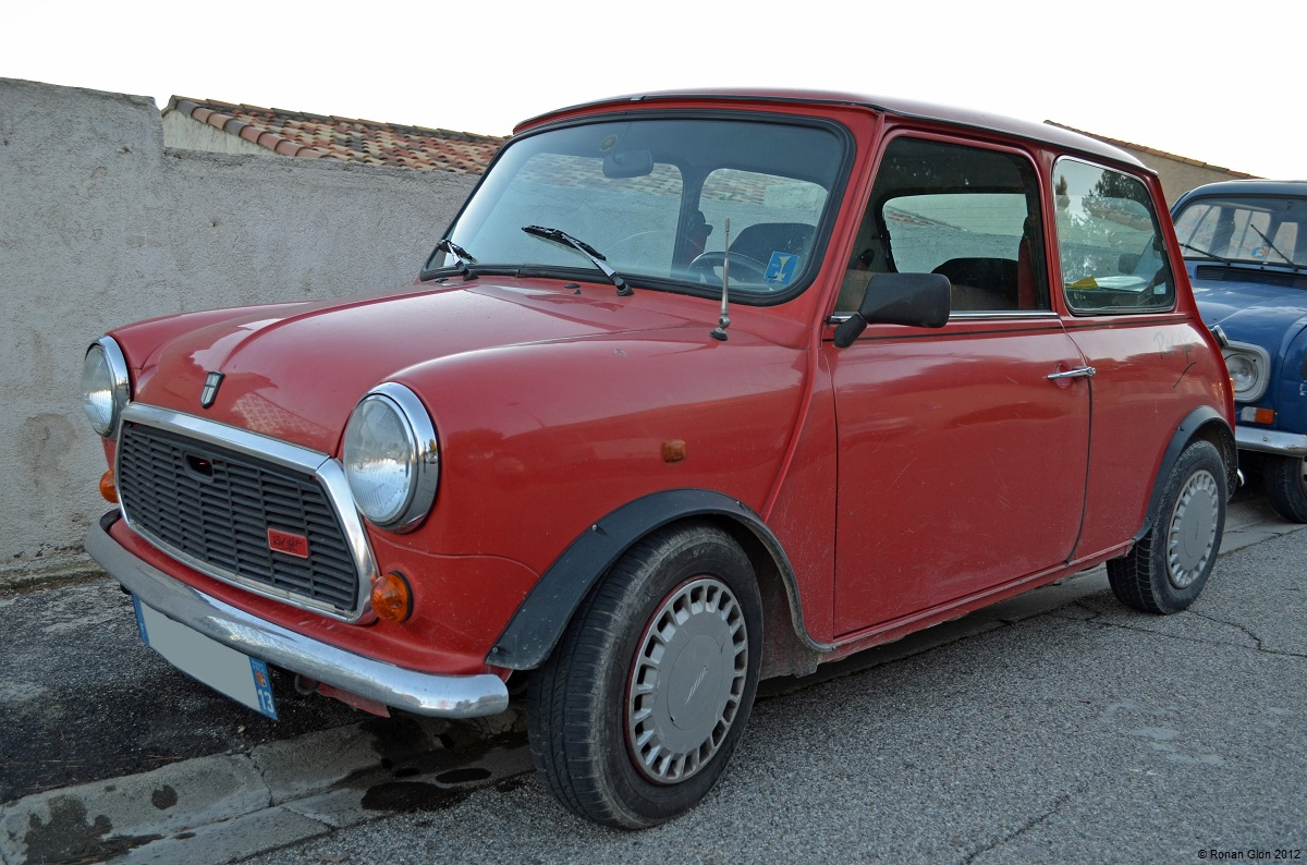 driven daily austin mini red hot ran when parked. Black Bedroom Furniture Sets. Home Design Ideas