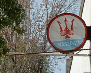 dealer-maserati-sign