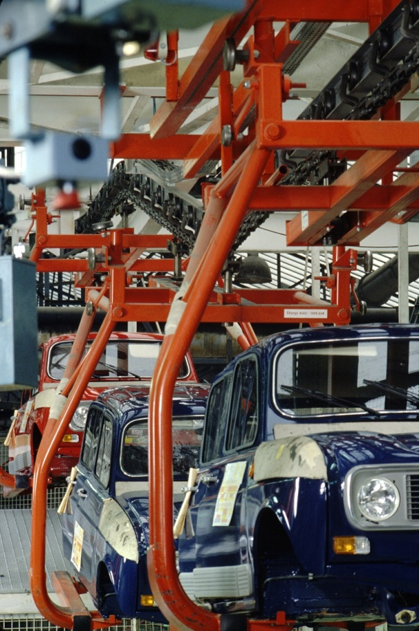 renault-4-assembly-line