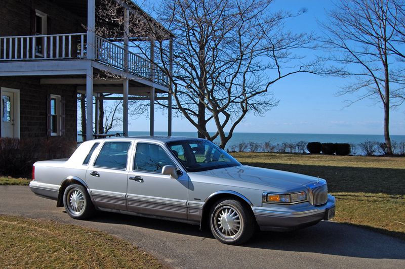 a leisurely drive in a 1995 lincoln town car ran when parked. Black Bedroom Furniture Sets. Home Design Ideas