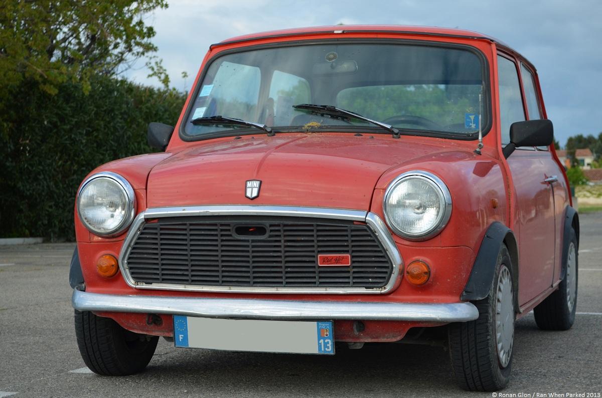 Austin mini red hot 2 ran when parked for Garage austin mini
