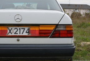 Abandoned in the countryside: Mercedes-Benz 250D (w124)