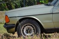 1981-mercedes-benz-230e-w123-3