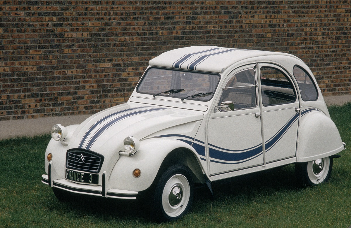 citroen 2cv france 3 1 ran when parked. Black Bedroom Furniture Sets. Home Design Ideas
