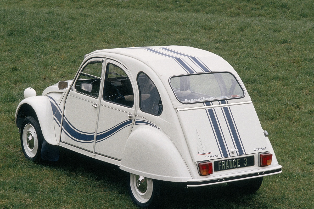 citroen 2cv france 3 3 ran when parked. Black Bedroom Furniture Sets. Home Design Ideas