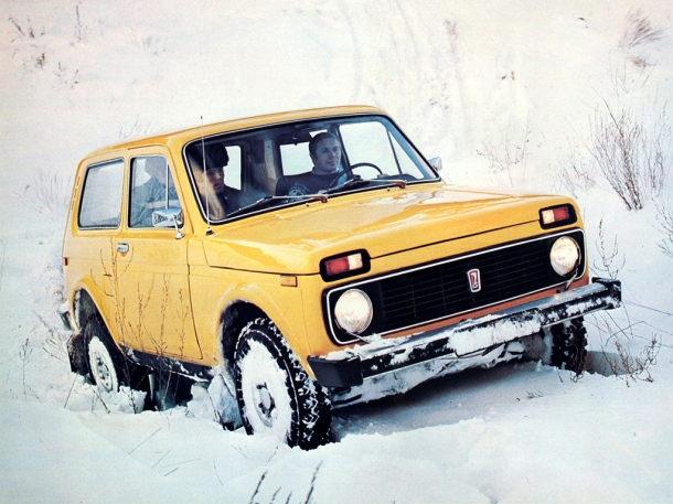 lada-niva-yellow-snow