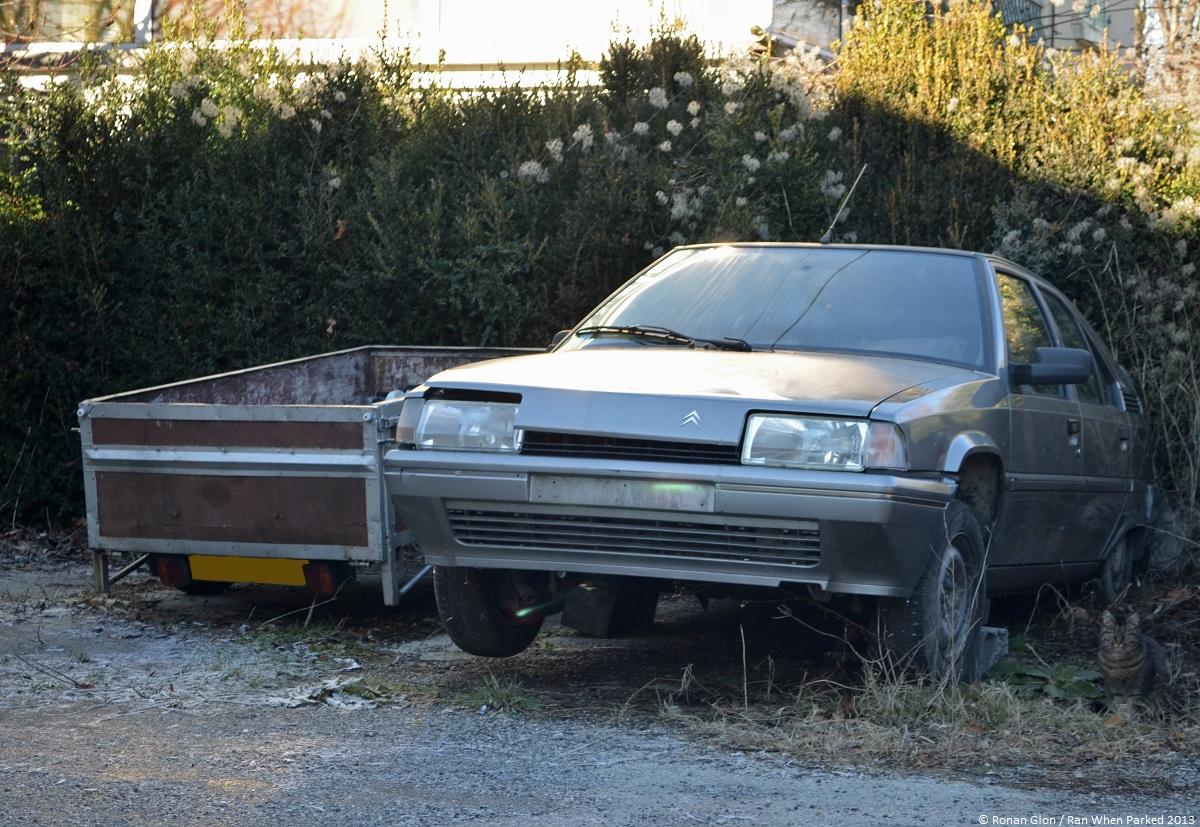 Citroen garage 12 ran when parked for Garage citroen sete