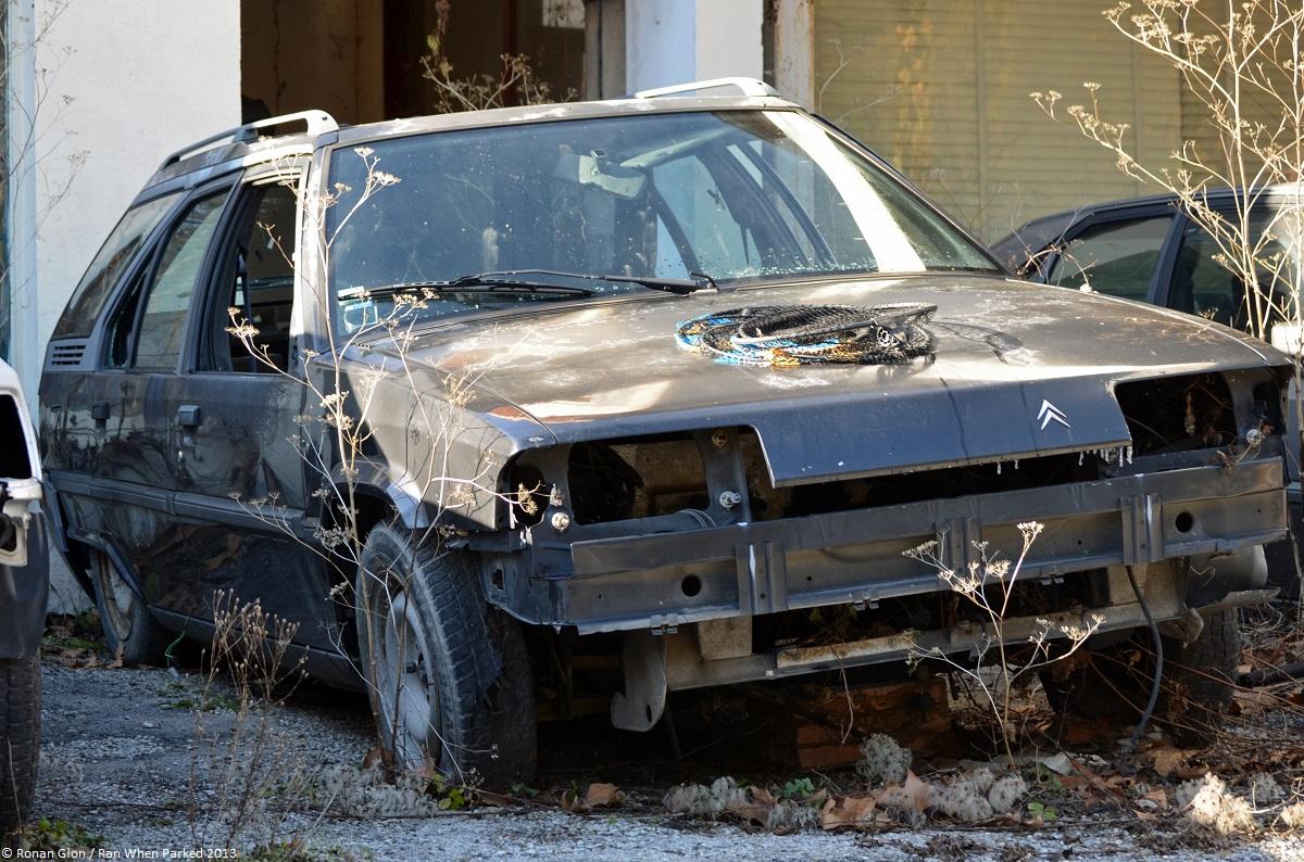Citroen garage 20 ran when parked for Garage automobile citroen