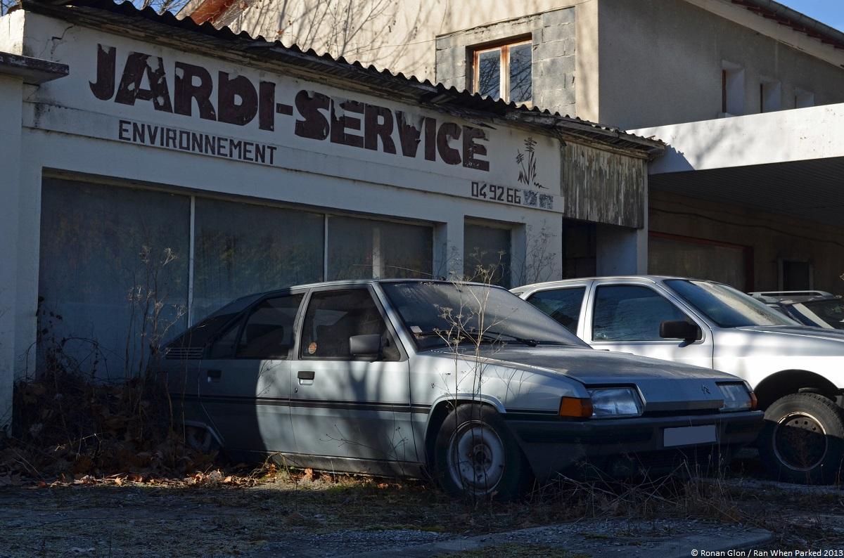 Citroen garage 3 ran when parked for Garage citroen sete