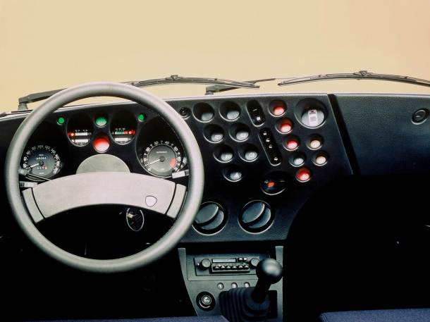 lancia-beta-trevi-interior