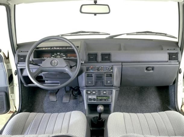peugeot-305-interior