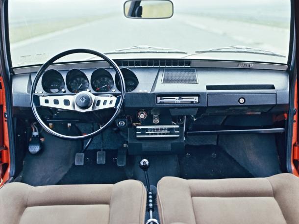 renault-15-ts-interior