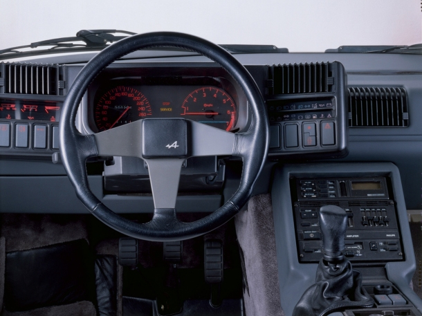 renault-alpine-gta-interior
