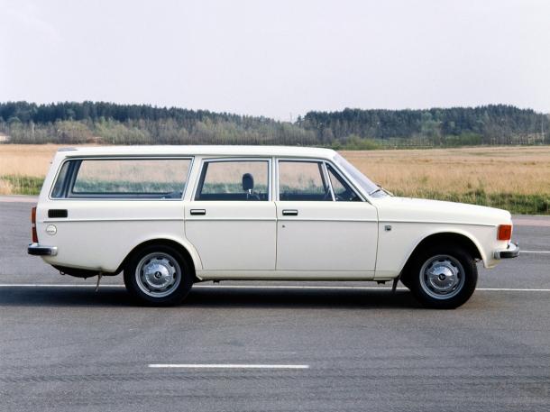 volvo-145-white