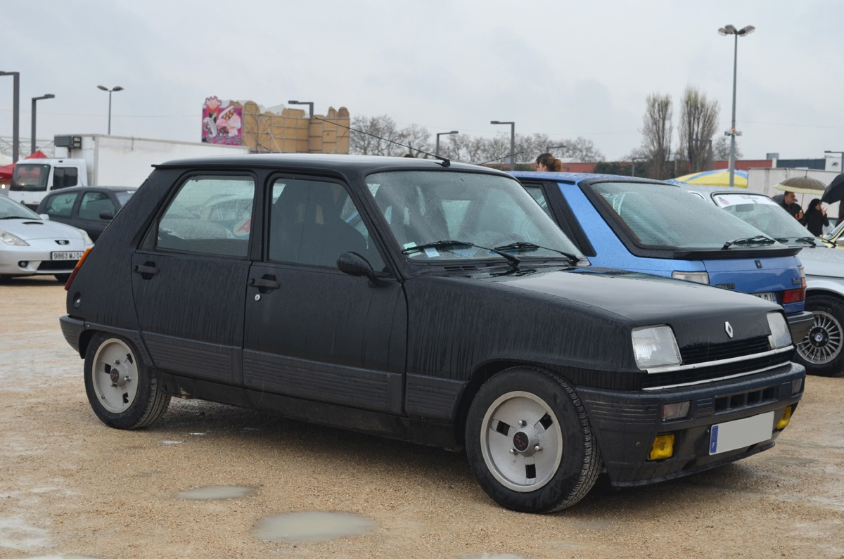 2014 avignon motor festival renault 5 1 ran when parked. Black Bedroom Furniture Sets. Home Design Ideas