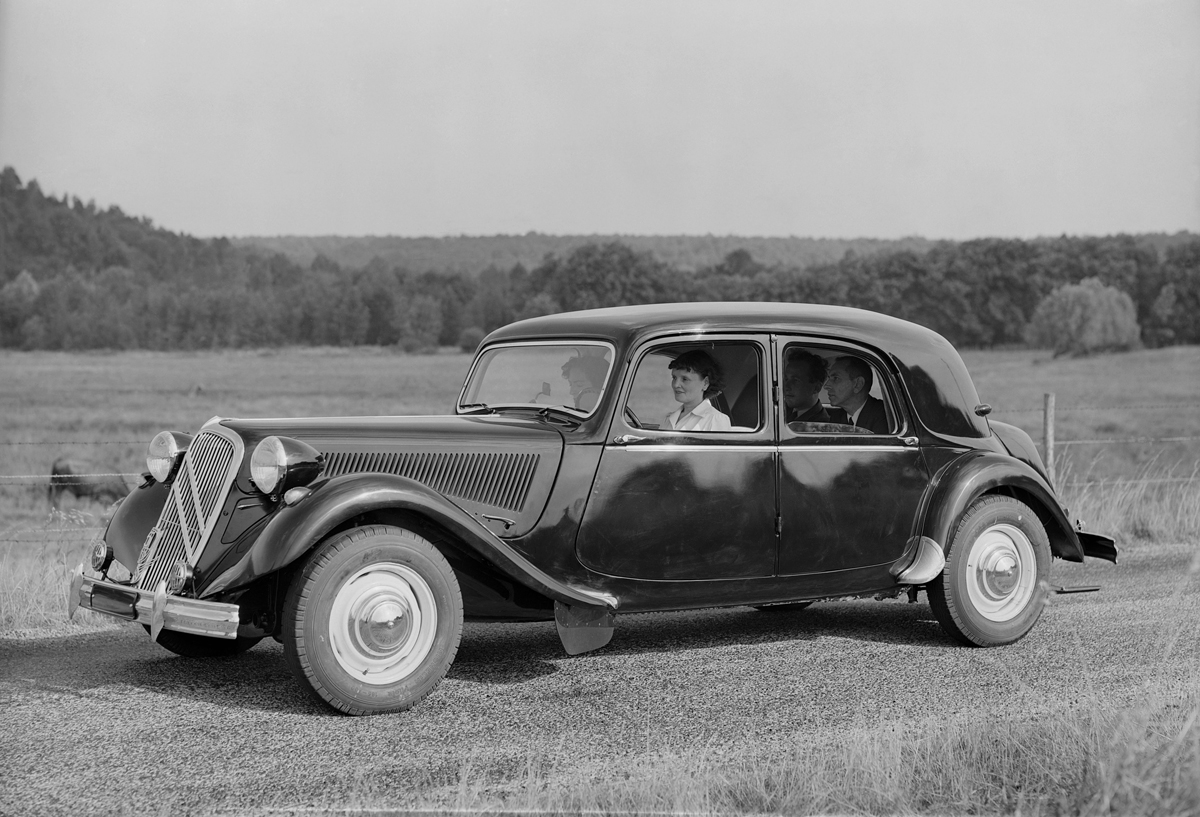 80 years ago citro n introduces the traction avant ran. Black Bedroom Furniture Sets. Home Design Ideas