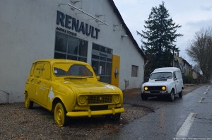 renault-4-billboard-1