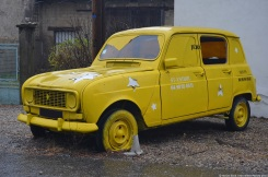renault-4-billboard-10
