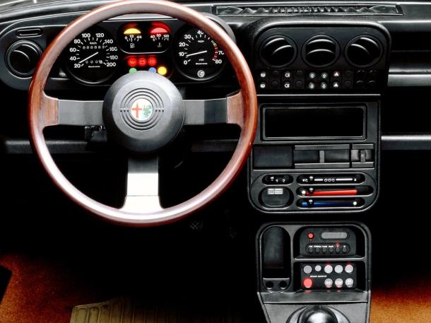 alfa-romeo-33-interior