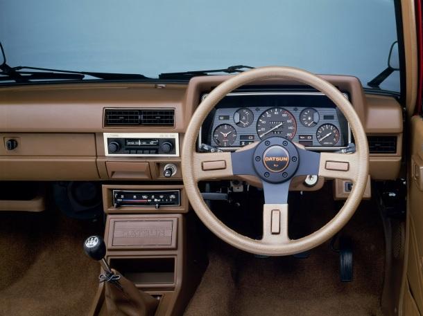 datsun-pickup-interior