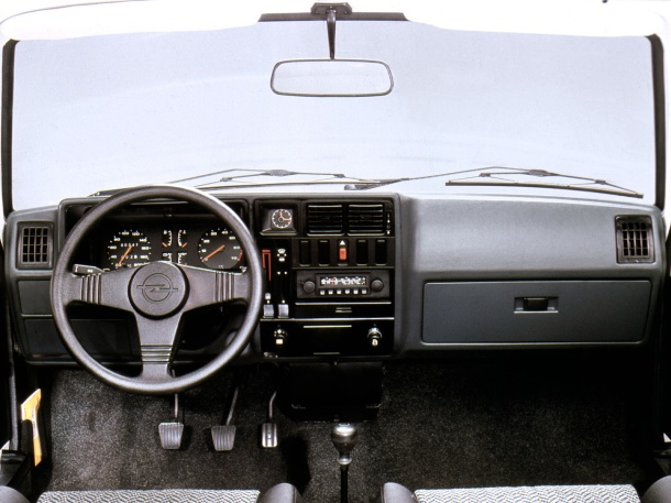 opel-kadett-d-interior