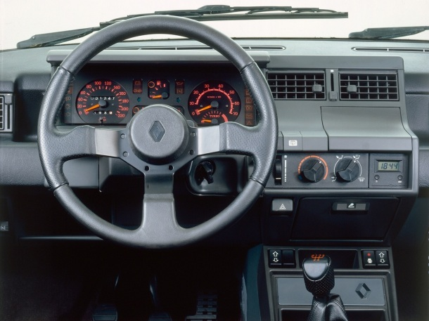 renault-5-gt-turbo-interior
