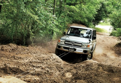 2014-toyota-land-cruiser-70-1