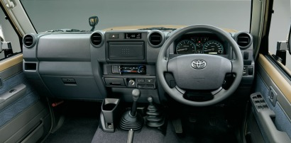 2014-toyota-land-cruiser-70-12