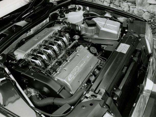 alfa-romeo-164-engine-bay