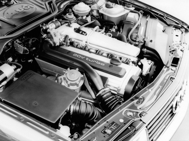 audi-200-engine-bay