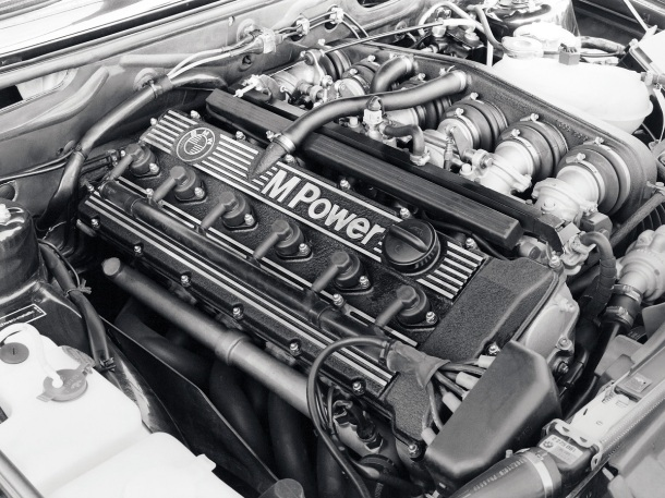 bmw-e28-m5-engine-bay