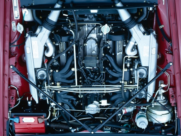 jaguar-xj-12-engine-bay