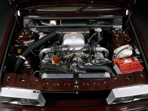 maserati-biturbo-engine-bay