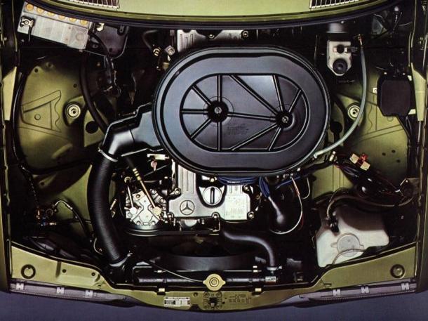 mercedes-benz-280e-w123-engine-bay