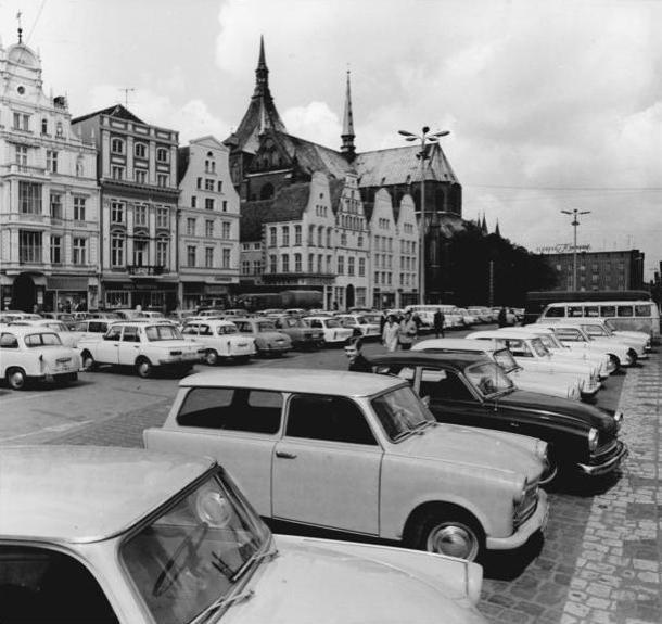 Rostock, Ernst-Thälmann-Platz, Parkplatz, Marienkirche