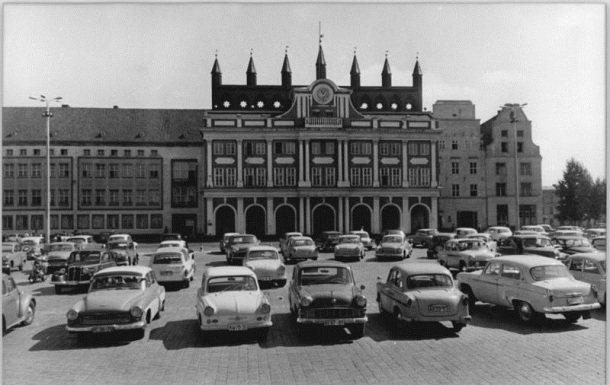 Rostock, Rathaus, Parkplatz