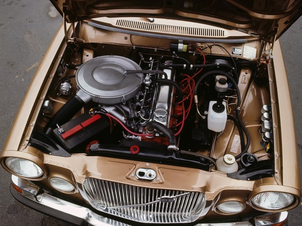 volvo-164-engine-bay