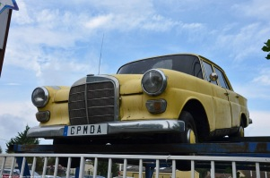 ranwhenparked-paris-mercedes-benz-w110-200d-1