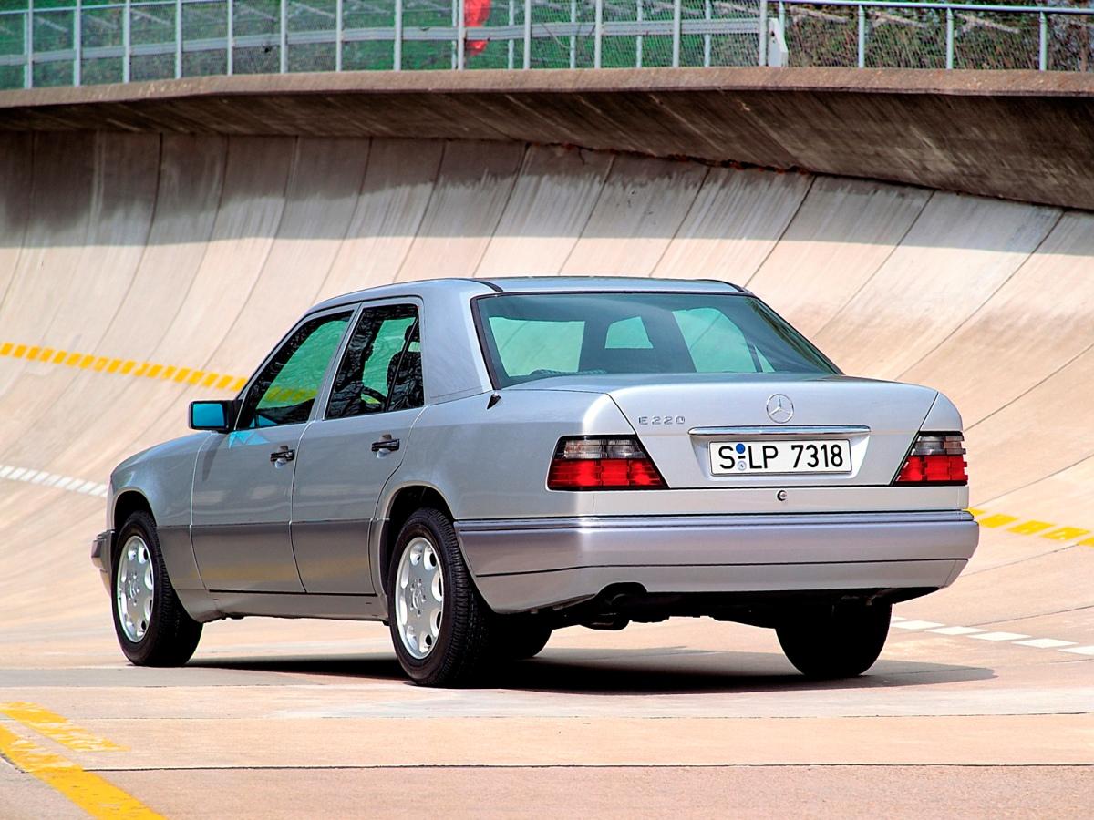 Mercedes Benz W124 E220 1 Ran When Parked