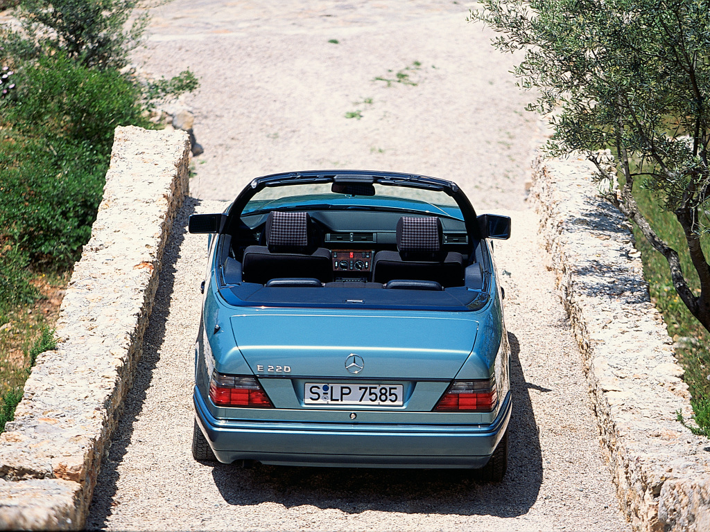 mercedes benz w124 e220 cabriolet 3 ran when parked. Black Bedroom Furniture Sets. Home Design Ideas
