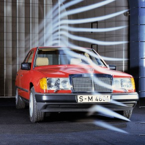 30 years ago: Mercedes-Benz introduces thew124