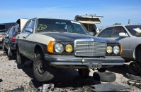 ranwhenparked-slc-mercedes-benz-240d-w123-1