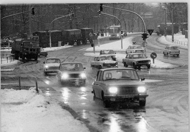 Berlin, Greifswalder Straße, Straßenverkehr, Winter