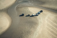 land-rover-drawing-in-sand-4
